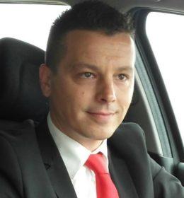 Diplomirani  menadžer ekonomije, rođen 1979. godine u Novom Sadu.