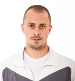 Profesor fizičkog vaspitanja, rođen 1984. godine u Novom Sadu.